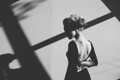 untitled-black-and-white-portrait-of-a-woman-main